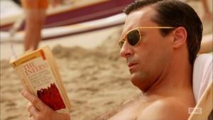 Don Draper leyendo el Infierno de la 'Divina comedia'